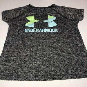 Little girls under armor shirt size youth medium❤️